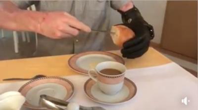 een broodje snijden